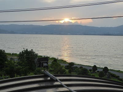 諏訪湖の日没の様子