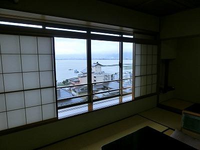 和室から諏訪湖の眺め
