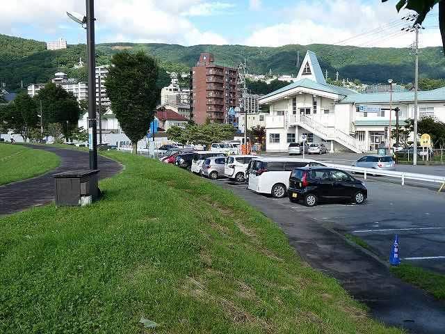 石彫公園の脇の駐車場