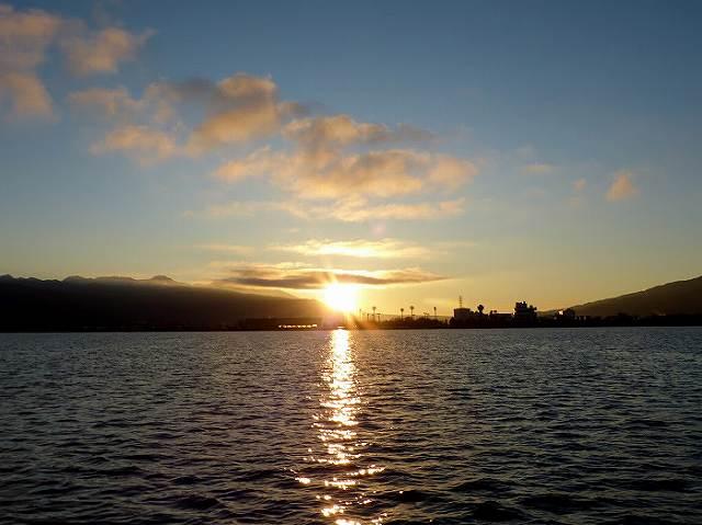 諏訪湖上から初日の出
