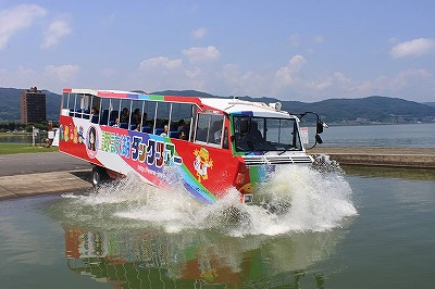 諏訪湖ダックツアー、水陸両用バスで50分は見どころ一杯!