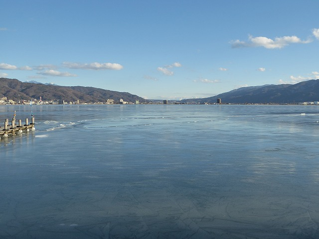 全面結氷した諏訪湖