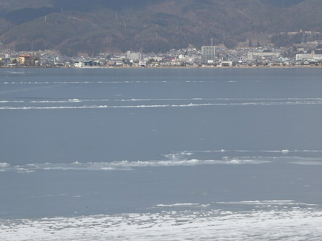氷った諏訪湖