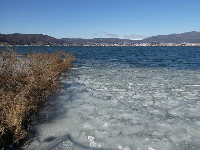 諏訪湖の氷が溶けた