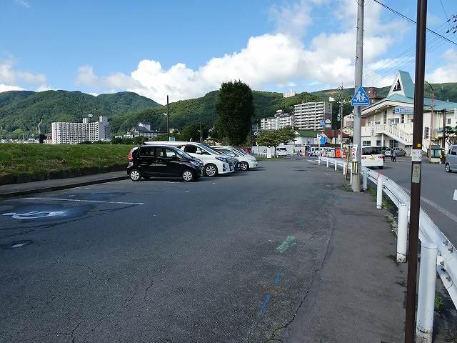 諏訪湖畔駐車場