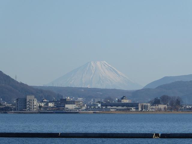 諏訪湖から見える富士山