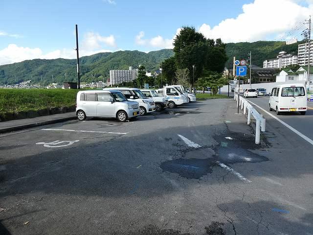 諏訪湖半駐車場